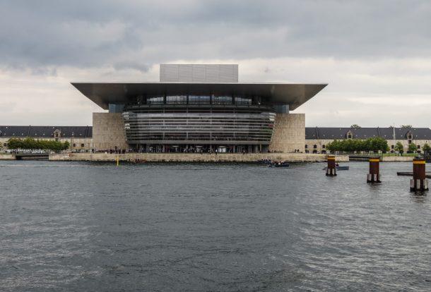 """Die Königliche Oper mit ihrem """"Cliff Diving"""" Dach"""